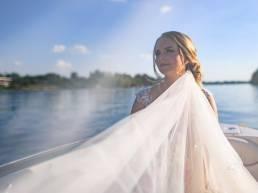 Voal mireasa sedinta foto pe barca Snagov Club Nunta Andreea si Madalin