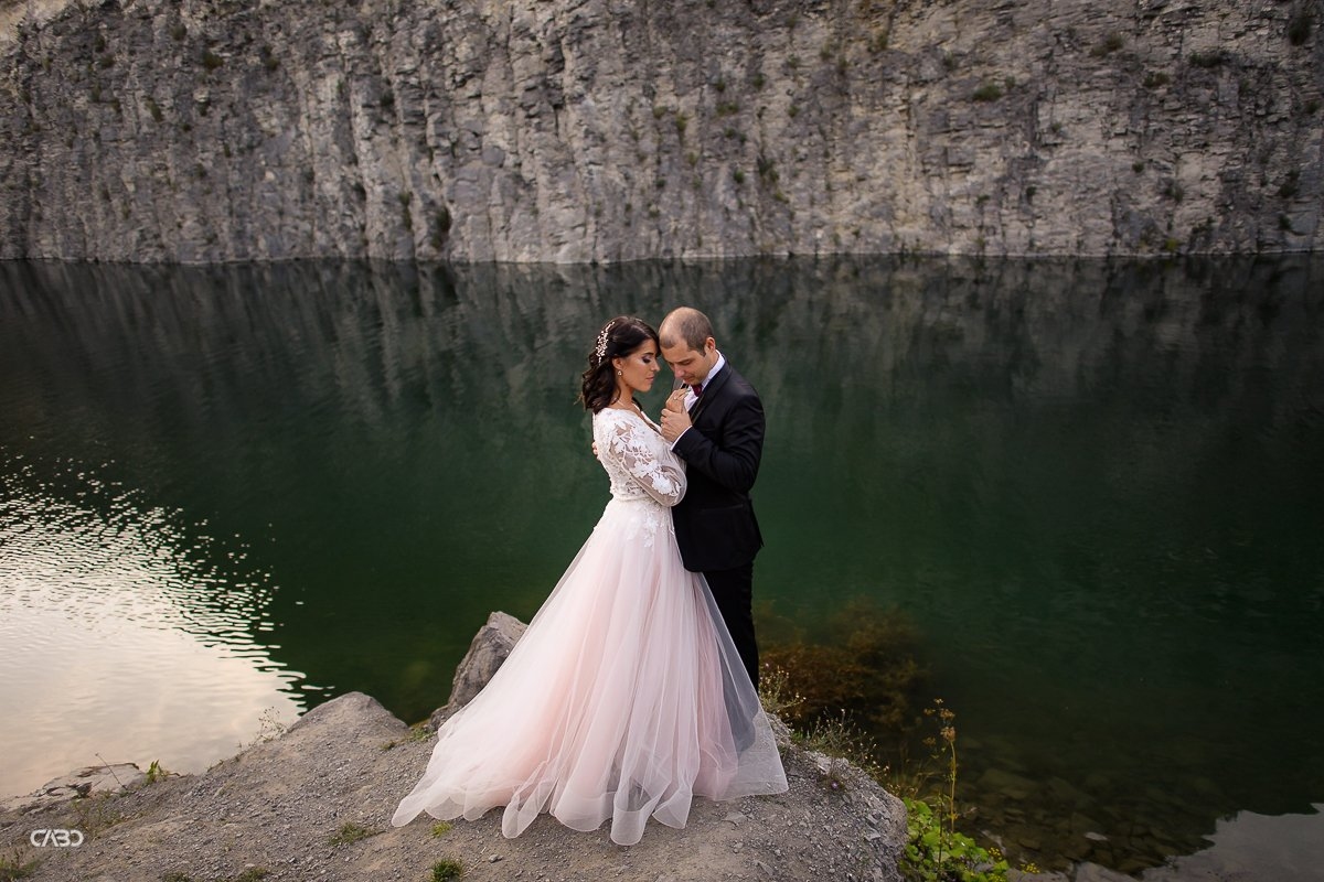 recomandari fotograf Lacul de Smarald Trash the dress Felicia si Vali