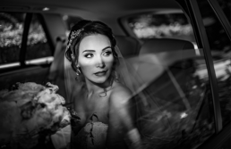 Portret mireasa in masina